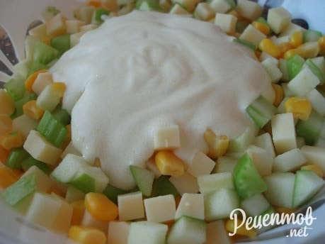 рецепт салата с колбасой с фото пошагово